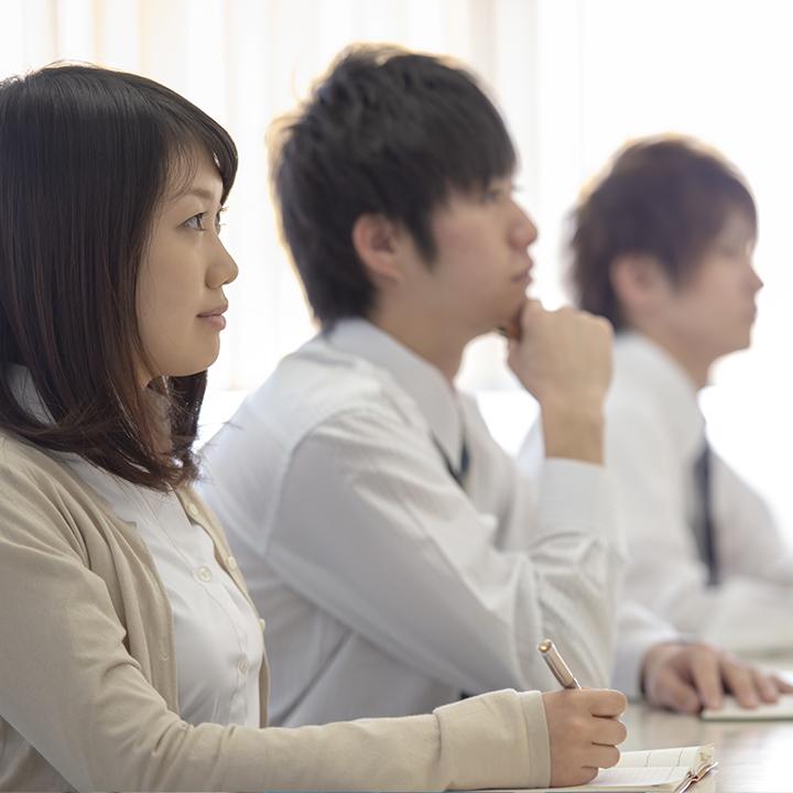 セミナーや研修に参加してスキルアップを目指す